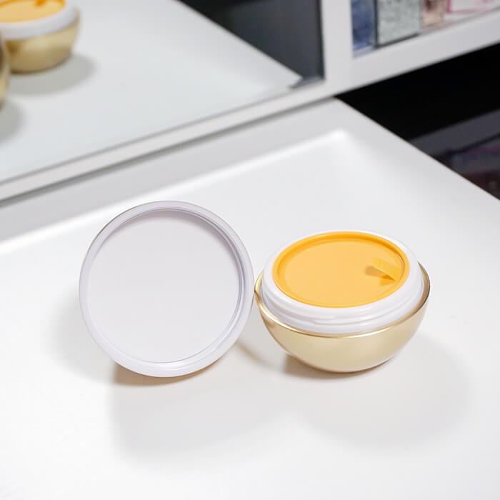 zatirka-dlya-por-tony-moly-egg-pore-silky-smooth-balm-primer-30362-700x700